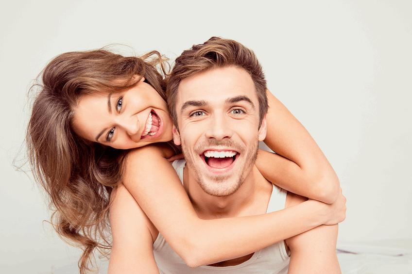 אילוסטרציה/שאטרסטוק/מצאו את ההבדלין בין שן טבעית לשתל רגיל