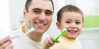 צחצוח שיניים חשוב אך לא תמיד מספיק. אילוסטרציה: שאטרסטוק