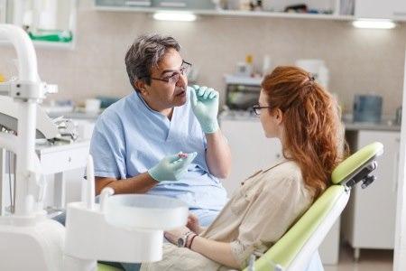 מומחה ברפואת הפה יודע לבחור את הטיפול המתאים למטופל. צילום: thinkstock