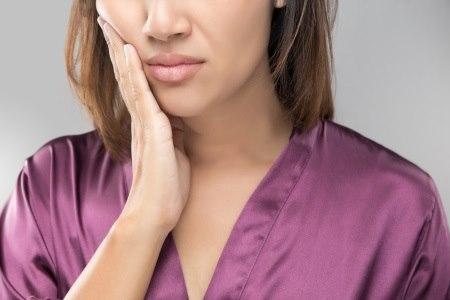 זיהום בבלוטה מתבטא בנפיחות חד-צדית, לרוב עם כאב. צילום: thinkstock