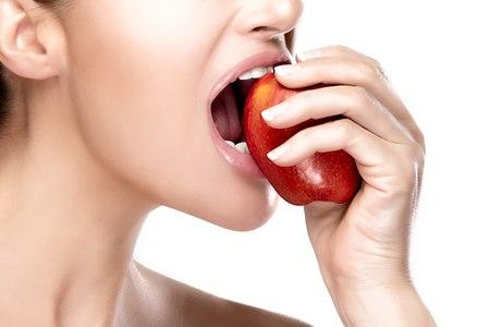 אובדן שן טבעית משמעה שיבוש נגנון הנגיסה והלעיסה. צילום: שאטרסטוק