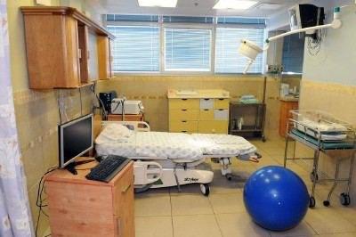"""חדר לידה בבי""""ח רמב""""ם (צילום: רענן טל)"""