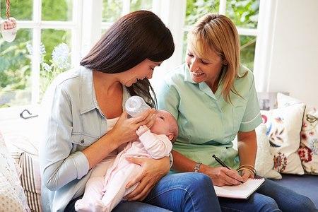 הדולה יכולה להמשיך ולסייע גם לאחר הלידה (אילוסטרציה shutterstock)