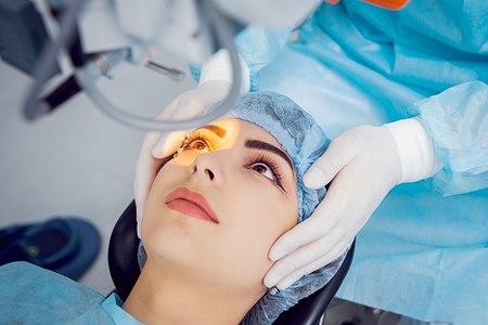 ניתוח לתיקון חור מקולרי. אילוסטרציה: שאטרסטוק