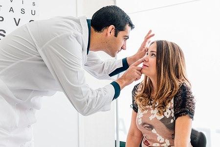 בדיקה אצל רופא עיניים. צילום: שאטרסטוק