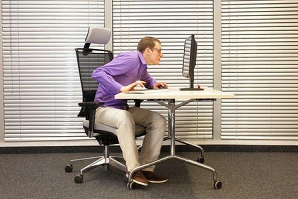 בעבודה רבה מול מחשב מומלץ לבצע מדי שעה הפסקה לעיניים. צילום: שארטסטוק