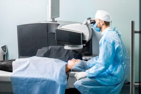 פעמים רבות, הרופאים מנתחים את בני משפחתם. צילום: thinkstock
