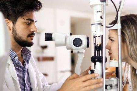 המועמדים לניתוח קטרקט סובלים מירידה בראייה. צילום:שאטרסטוק
