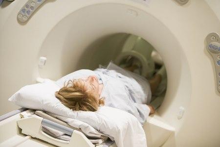 במורסות מורכבות או חוזרות, יש לעיתים צורך בביצוע CT או MRI. צילום: שאטרסטוק