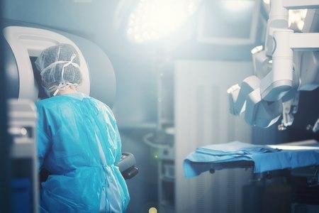 האופציה הניתוחית הינה פולשנית ובלתי הפיכה. צילום: שאטרסטוק