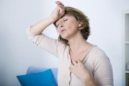 גלי חום נוטים להופיע בעיקר בשנה הראשונה להפסקת הווסתות. צילום: שאטרסטוק
