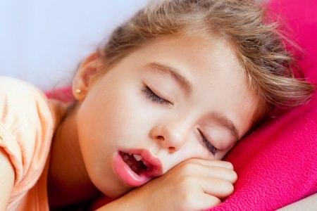 שינה בפה פתוח עשויה להעיד על הפרעת נשימה חסימתית. צילום: thinkstock