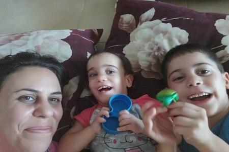 לירז ושני ילדיה. סימני הפגות ילוו אותנו כל החיים. צילום: לירז צוקרן