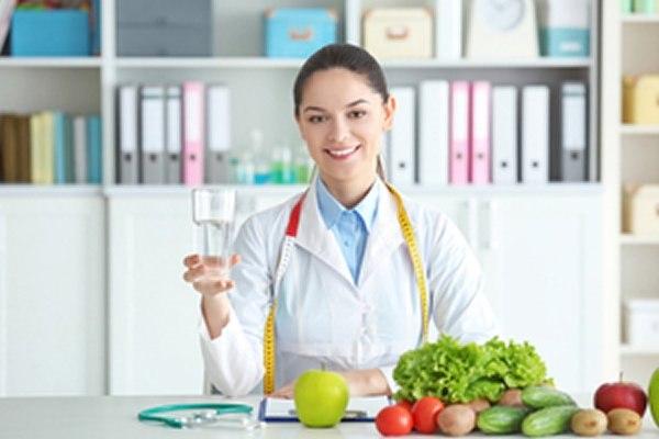 ליווי רפואי וליווי של דיאטן קליני מסייע בהקניית הרגלי תזונה. צילום: שאטרסטוק