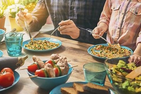 ארוחות משפחתיות הן אתגר. אילוסטרציה: שאטרסטוק