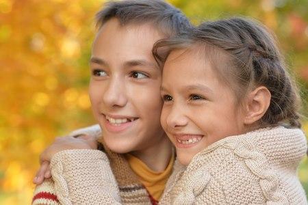 ילד עם אחים גדולים יסגל לעצמו התנהגויות שונות ובוגרות. צילום: שאטרסטוק