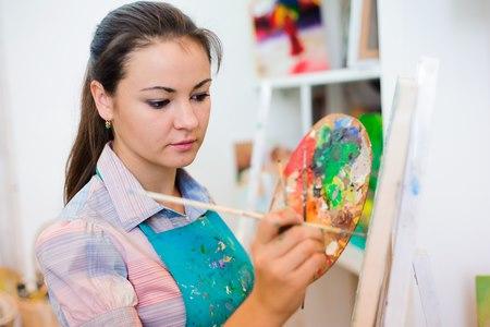 בטיפול באמנות מתמקדים באסוציאציות העולות מהיצירה. צילום: שאטרסטוק