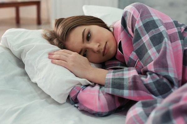 אחד הסימפטומים המאפיינים את השלב הדיכאוני הן הפרעות שינה. צילום: שאטרסטוק