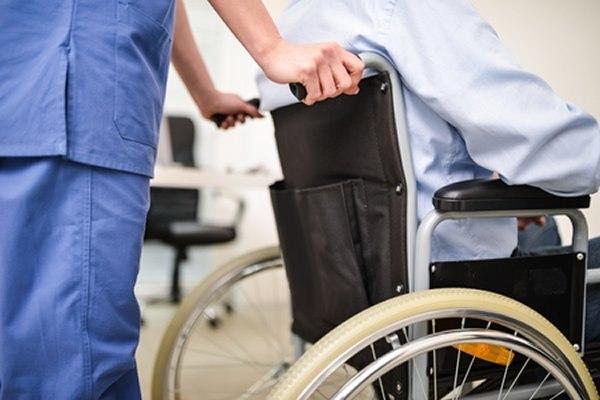 אחד הגורמים להתעללות בקשישים הוא המחסור בצוות מיומן. צילום: שאטרסטוק