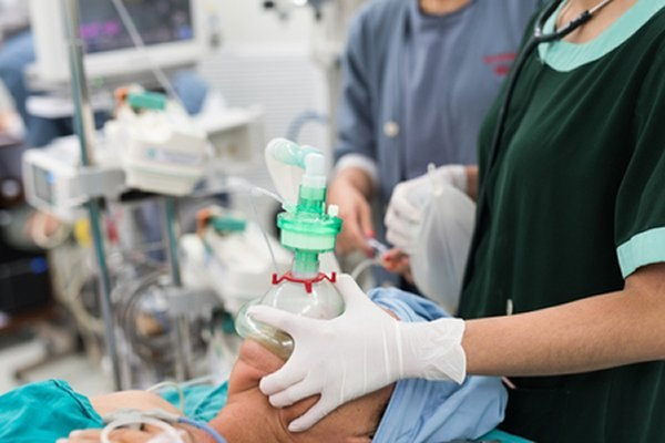 הטיפול בנזעי חשמל מבוצע תחת הרדמה כללית. צילום: שאטרסטוק