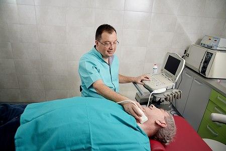 סרטן הגרון שכיח בעיקר בקרב גברים בגיל 50+ (אילוסטרציה shutterstock)