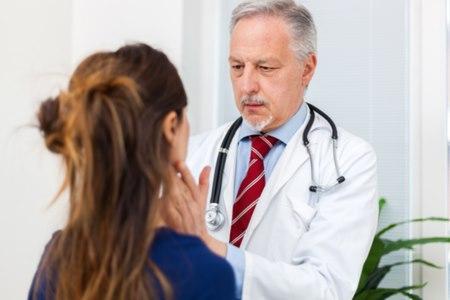 האבחון הראשוני מתבצע על ידי רופא אף, אוזן וגרון. צילום: שאטרסטוק