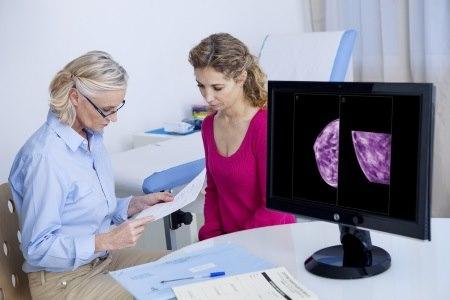 נשים המתאימות לטיפול מופנות לאונקולוג שמתמחה בקרינה תוך ניתוחית. צילום: שאטרסטוק