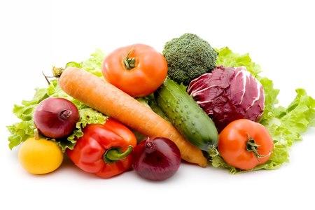 הטיפול מתחיל בשינוי תזונתי, כמו הוספת פירות וירקות לתפריט. צילום: שאטרסטוק