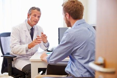 חובתו של המנתח להסביר למטופל אודות שתי הגישות. צילום: שאטרסטוק