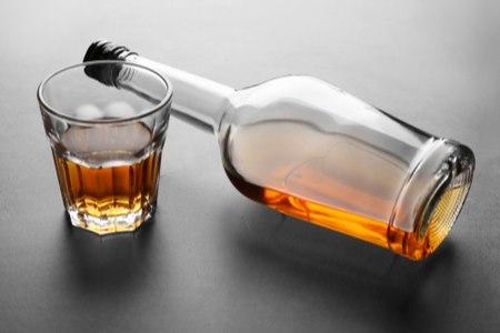 אחת הסיבות העיקריות לדלקת כרונית של הלבלב היא צריכת אלכוהול. צילום: שאטרסטוק