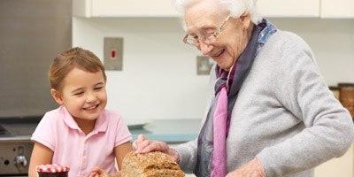 מניעת נפילות בקרב קשישים (אילוסטרציה)