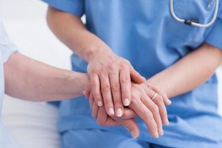 מקצוע שכולו אנושיות, יחס וטיפול. צילום: שאטרסטוק