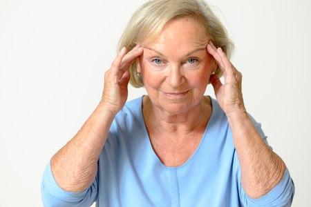 ככל שהשנים חולפות, השפעת הגיל ניכרת על עור הפנים. צילום: שאטרסטוק