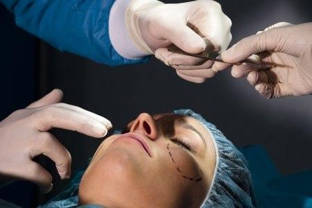 מראה פנים טבעי - זו השאיפה המרכזית בניתוח מתיחת פנים. צילום: thinkstock