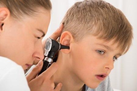כל אחת מדלקות האוזניים דורשת תשומת לב רפואית ומעקב. צילום: שאטרסטוק