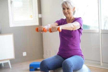 מומלץ להרבות בפעילות גופנית המבוססת על התנגדות. צילום: שאטרסטוק