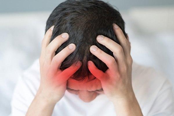 כאבי ראש שאינם חולפים הם בין התסמינים השכיחים. צילום: שאטרסטוק