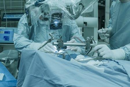 כיום, ניתוחים אנדוסקופיים מחליפים את הניתוחים המיקרוסקופיים. צילום: שאטרסטוק
