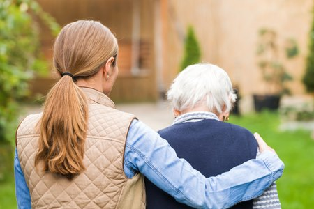 ההתייחסות לדמנציה בשלב סופני צריכה להיות דומה להתייחסות הניתנת לחולה למחלה סופנית אחרת. צילום: שאטרסטוק