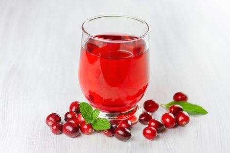 אכילת חמוציות ו/או שתיית מיץ חמוציות הוא טיפול טבעי העשוי לסייע. צילום: שאטרסטוק