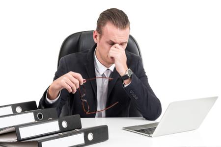 ישיבה סטטית ממושכת מדי יום, עלולה לגרום לכאבי שריר-שלד. צילום: שאטרסטוק
