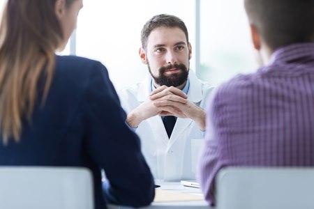"""""""רופאים לזכותך"""" מעמידה לרשות לקוחותיה רופאים מומחים. צילום: שאטרסטוק"""