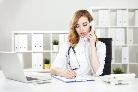 """""""רופאים לזכותך"""" אחראים להכנת התיק להגשה לוועדה הרפואית. צילום: שאטרסטוק"""
