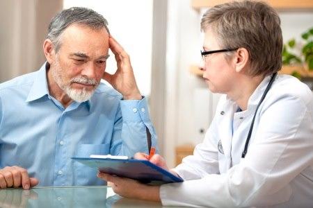 """פסיכיאטר המגיש חוו""""ד חייב להיות מומחה ובעל הבנה משפטית. צילום: thinkstock"""