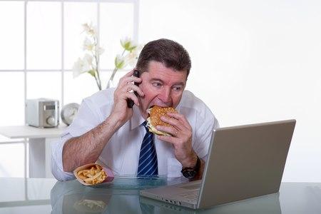 מזון מעובד ומכשירים אלקטרוניים גורמים להתחממות האשכים. צילום: שאטרסטוק
