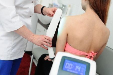 בשלבי המחלה המוקדמים, ניתן לטפל בפוטותרפיה. צילום: שאטרסטוק