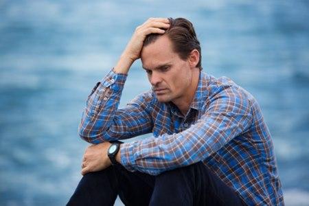 דיכאון הוא אחד התסמינים לחסר בטסוטסטרון. צילום: שאטרסטוק