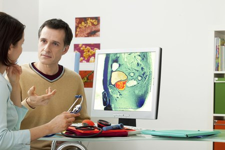 לגברים מעל גיל 60 מומלץ להיבדק אחת לשנה אצל אורולוג. צילום: שאטרסטוק