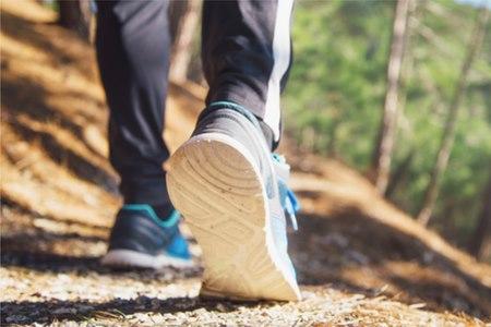 הסובלים מפלטפוס מאמצים עם השנים דפוסי הליכה לא בריאים. צילום: שאטרסטוק