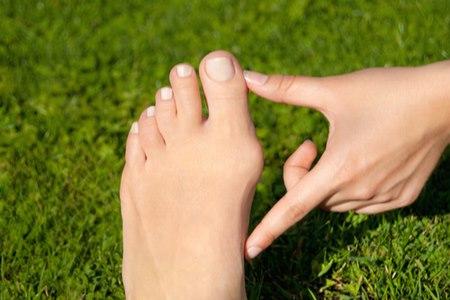 כ-16% מהמבוגרים בעולם המערבי סובלים מבוהן קלובה. צילום: שאטרסטוק